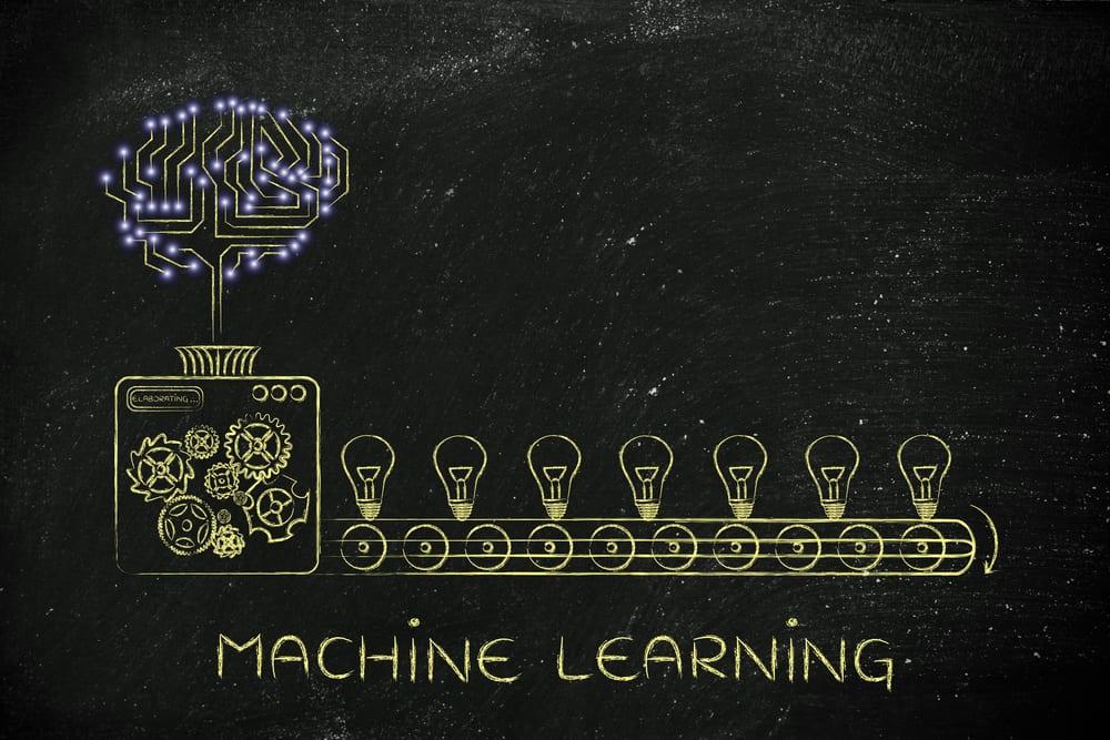 machine learning: cervello di circuiti elettronici su ingranaggi di fabbrica che producono idee