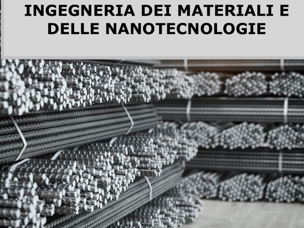 Pile di barre di metallo in stabilimento metallurgico